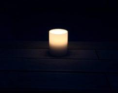 SiN! Teelichthalter Insert weiss | Dauerkerze, Teelichtkerze, Kunststoffkerze mit Teelichteinsatz | künstliche Kerze mit Teelicht in Kerzenform & Kerzenoptik