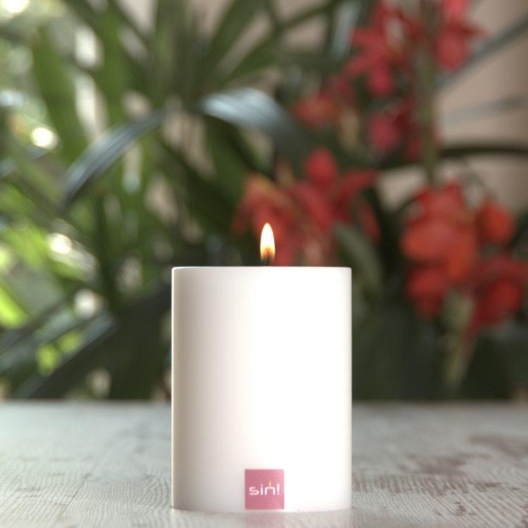 SiN! Teelichthalter Trend 7 cm weiss in Kerzenform, Dauerkerze mit Teelicht, Teelichtkerze in Kerzenoptik und Kerzenform, Kunststoffkerze mit Teelichteinsatz - inkl. Teelicht