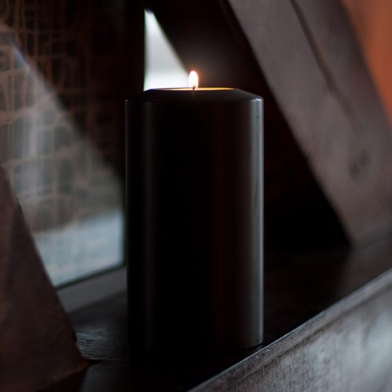 SiN! Teelichthalter Black Classic in Kerzenform, Dauerkerze mit Teelicht, Teelichtkerze in Kerzenoptik und Kerzenform, Kunststoffkerze mit Teelichteinsatz - inkl. Teelicht