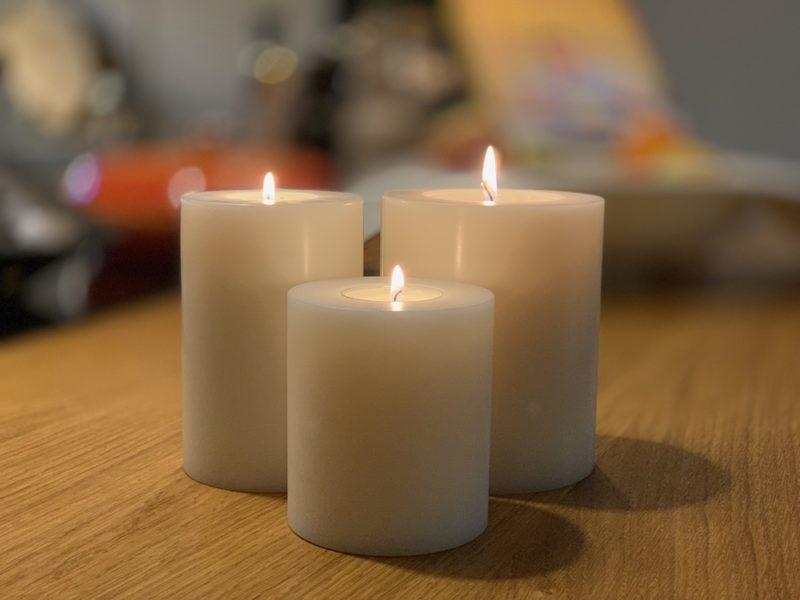 SiN! Teelichthalter Trend in Kerzenform, Dauerkerze mit Teelicht, Teelichtkerze in Kerzenoptik und Kerzenform, Kunststoffkerze mit Teelichteinsatz - inkl. Teelicht