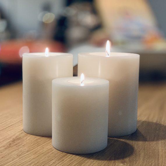 SiN! Teelichthalter Trend weiss in Kerzenform, Dauerkerze mit Teelicht, Teelichtkerze in Kerzenoptik und Kerzenform, Kunststoffkerze mit Teelichteinsatz - inkl. Teelicht